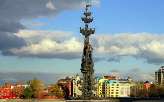 Петр I  не любил Москву, а Москва его любит, правда не вся