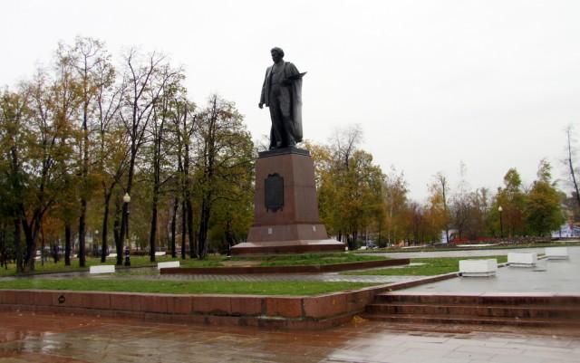 Памятник художнику Репину