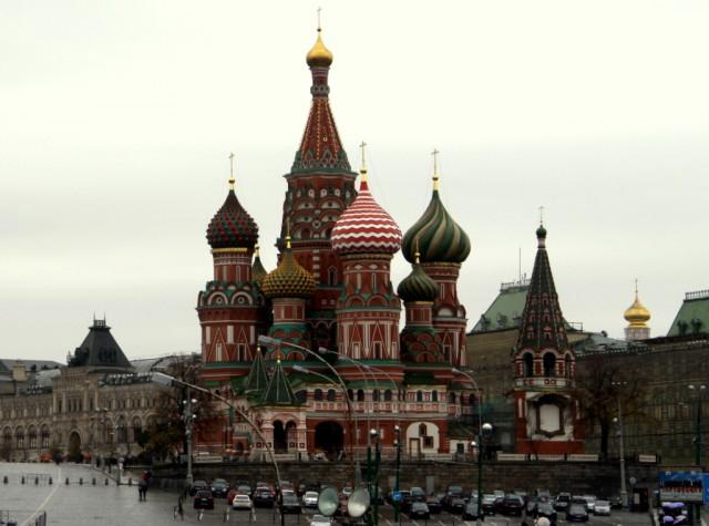 Эх, Василий, Василий... ходил  всегда без одежды, ночевал под открытым небом, учил-учил народ, а мы обалдеваем от этой красоты