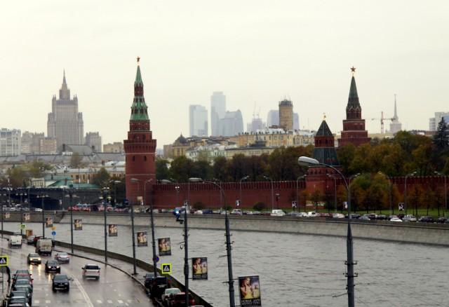 Сквозь пелену дождя очертания Москва-сити