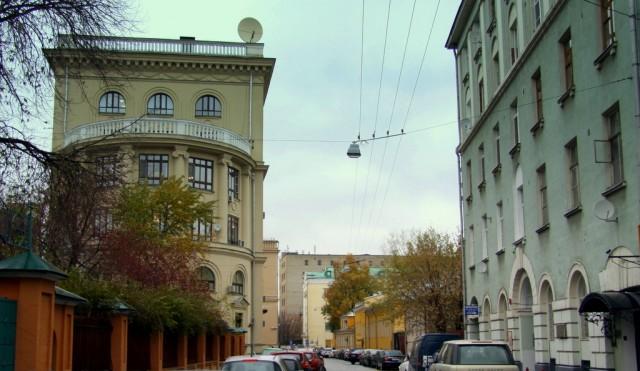 """В Старомонетном  переулке до революции находился садовый питомник, под названием """"школа дерев"""""""