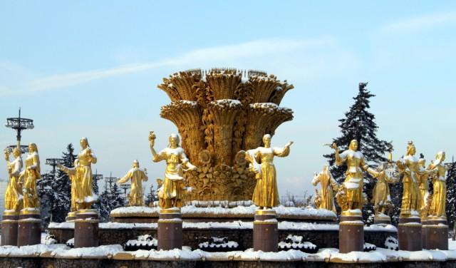 Интеграционное пространство «Дружба народов» присыпало снегом