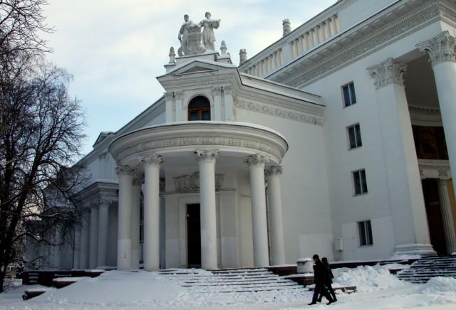 Крестьянская семья на крыше