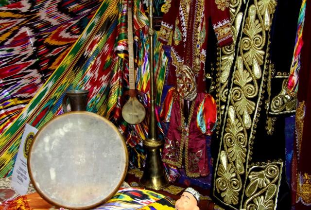 Узбекские музыкальные инструменты - най, кушнай, карнай, кубизга, чанкавуз, рубаб, дутар, сетар, танбур, гижжак, чанг, даира, нагара, думбра и ...