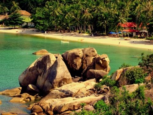 Пляж Ламаи, там приятно и красиво