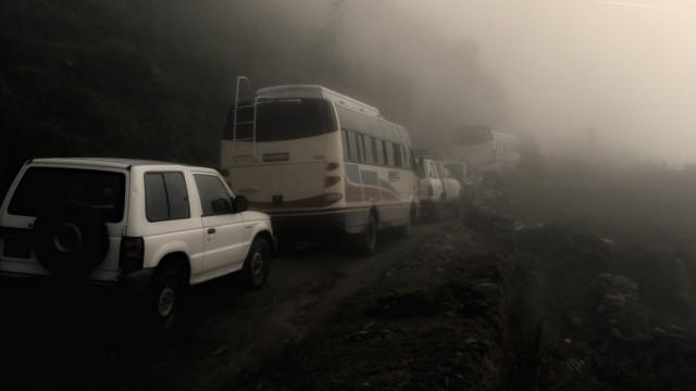 Если есть возможность, то от Катманду до Сьябру Беси и обратно лучше ехать на джипе,