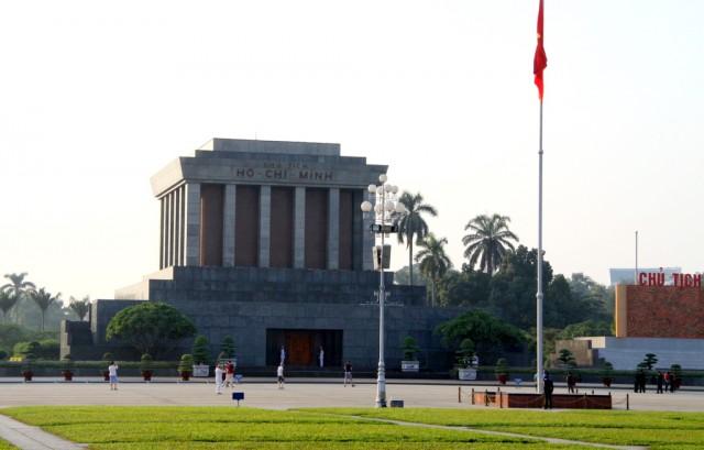 Вход в мавзолей охраняют солдаты – фоткать запрещено!