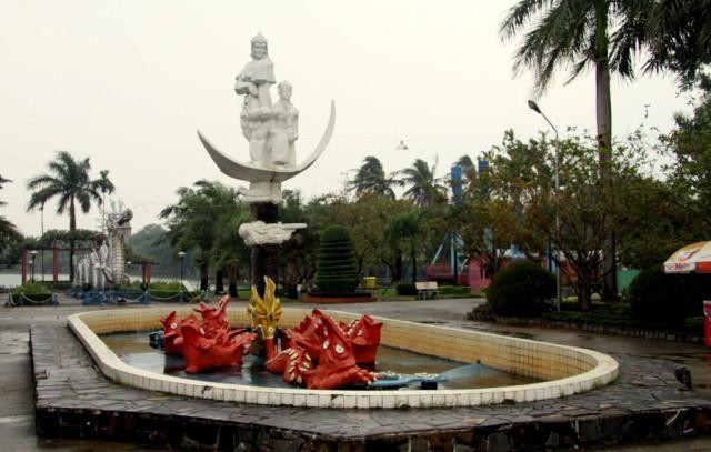 В дождь у фонтана выходной