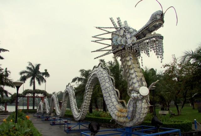 Шедевральный змей-наг  из тарелок