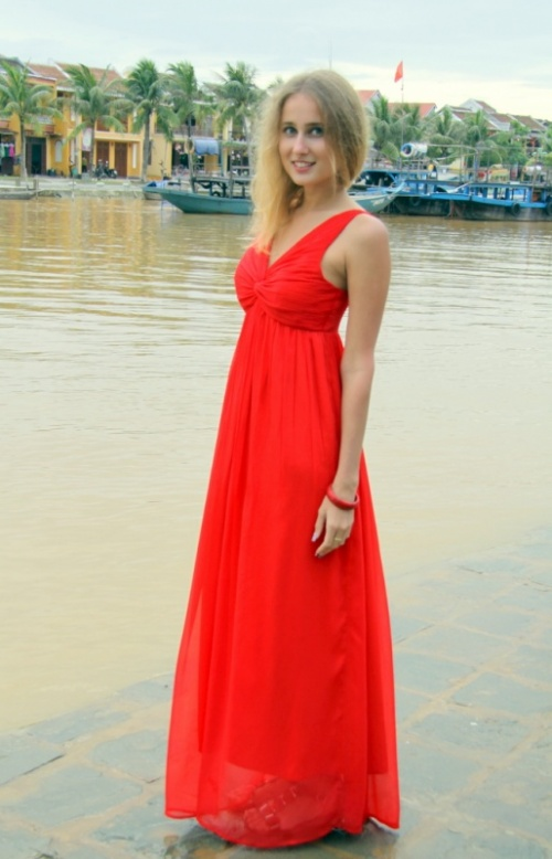 Постояла на берегу реки Тхубон