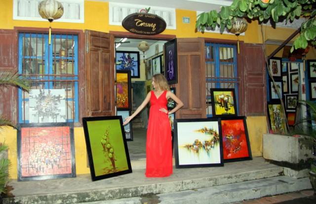 Представила себя хозяйкой арт-галереи