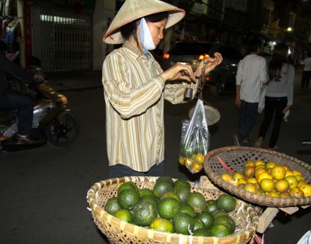 Продают фрукты