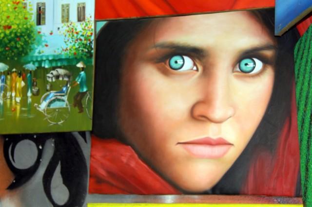 Рисуют картины - портреты...