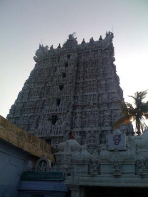 Храм Шучиндрам (внушает....)  Скульптуры на стенах рассказывают Шримад Бхагаватам и Рамаяну