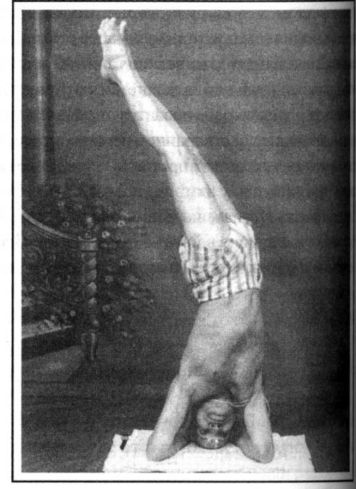 Ширшасана-париврити, Кришнамачарье 79 лет.