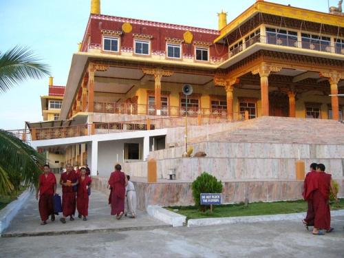 На вечернюю молитву. Малый Тибет.