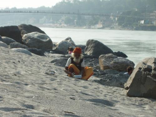 Баба на пляже в близи Рам Джулы