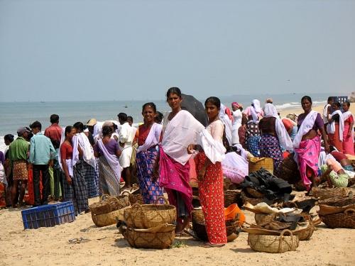 Рыбацкий рынок на берегу около Каньянгада