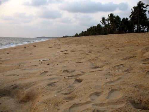 Пляж Бекал (справо от Форта)