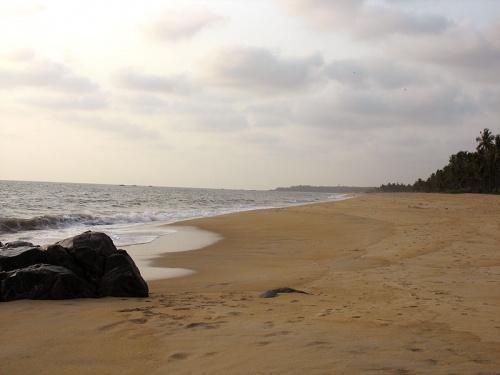 Bekal beach (справо от Форта)