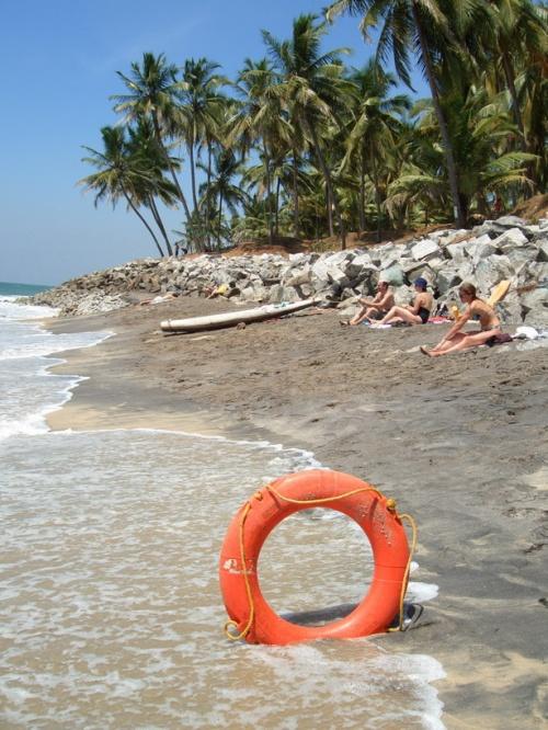 Маленький (черный) пляж
