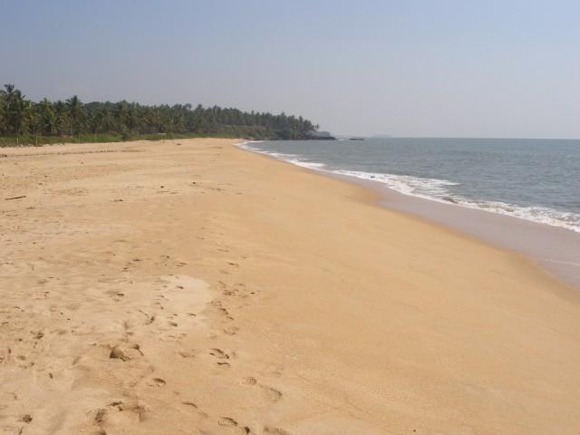 пустой пляж возле нашего