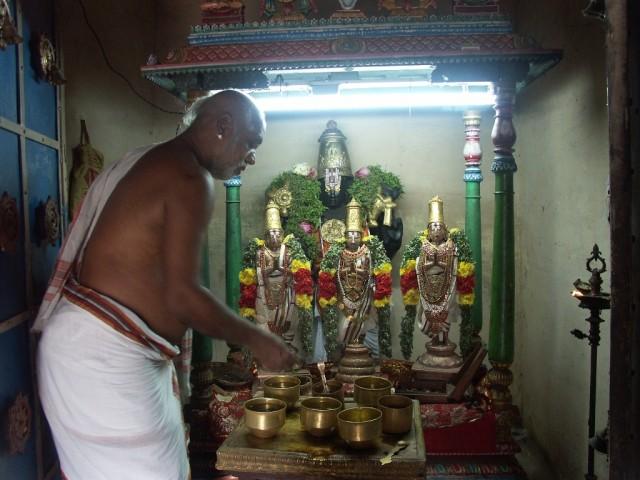 поклонение Вишну и трем из 12 альваров