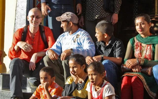 """Андрей """"присоседился"""" к непальской семье"""