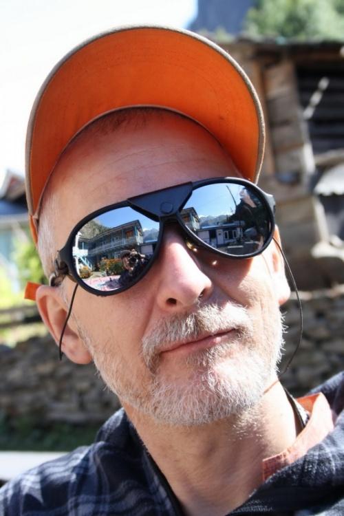 в очках Андрея отражаются белые вершины