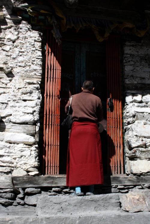 нам открывают двери гомпы