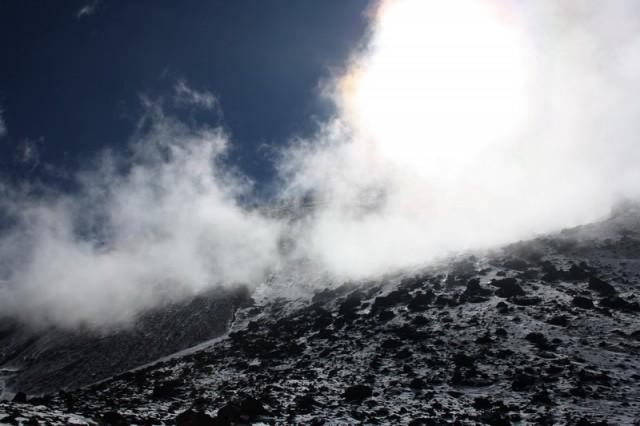 """облако """"зацепилось"""" за гору"""