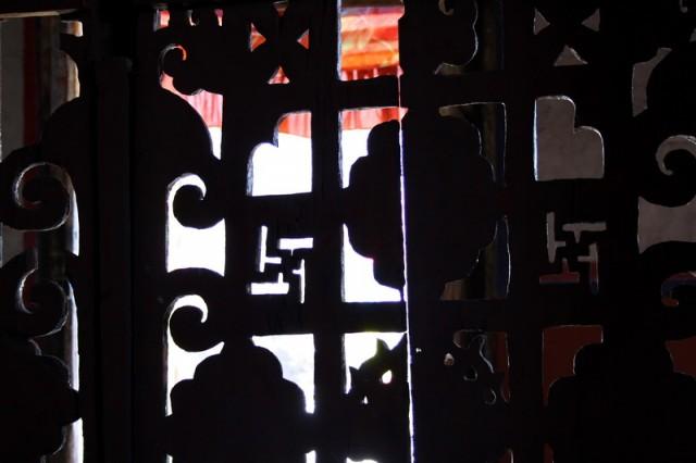 решетка в храме