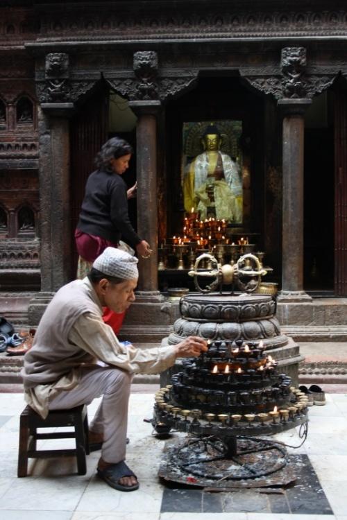 служители храма Тысячи будд