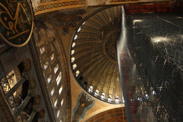 часть храма на реставрации