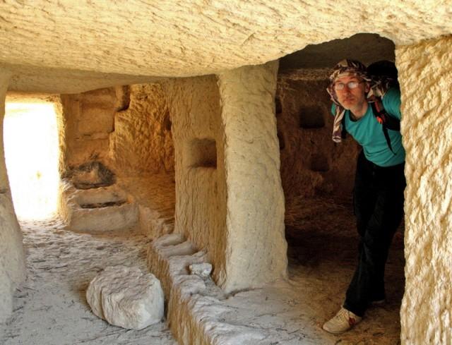 внутри одного из пещерных храмов