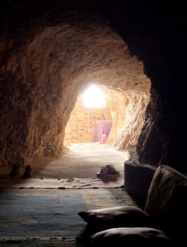 уединенный грот для молитв и медитации