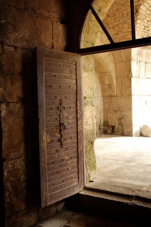 двери в храм