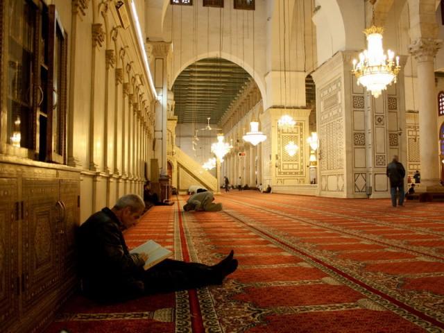 в мечети можно чиать