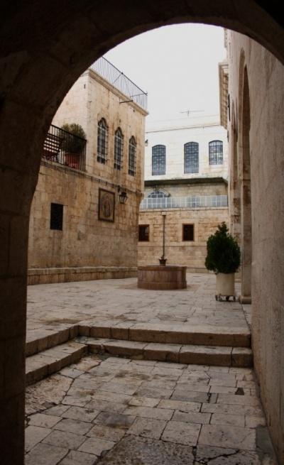 монастырские дворики