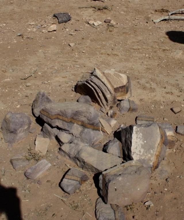 камни Петры. которые предприимчивые бедуины продают по 1 динару