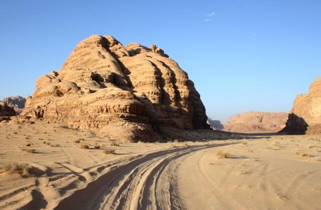 в пустыне нет дорог, только направления