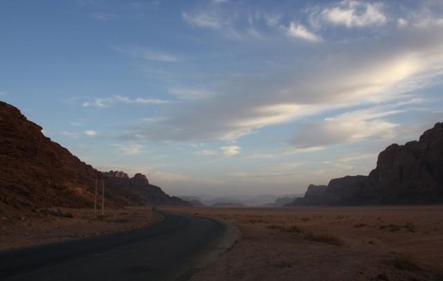 дорога по которой мы приехали из Петры в Вади Рам