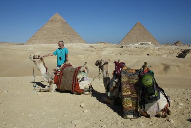 как будто всю жизнь ездили только на верблюдах