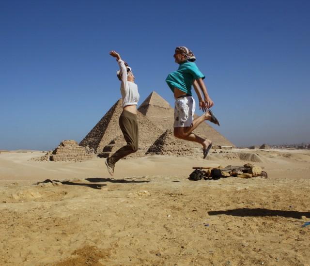 традиционная фотка с прыжками выше пирамид...