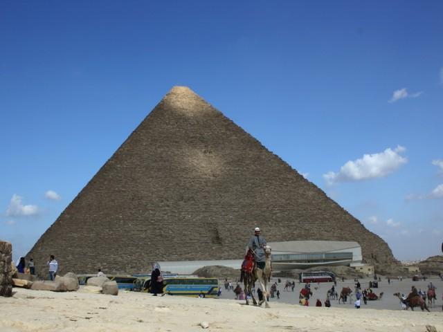 солнечный блик на пирамиде