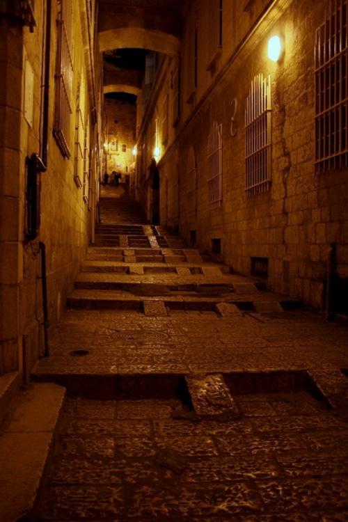 вечерняя улочка Иерусалима