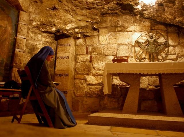 молитва в одном из храмов