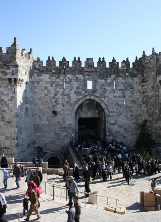 вход в сарый город через одни из ворот
