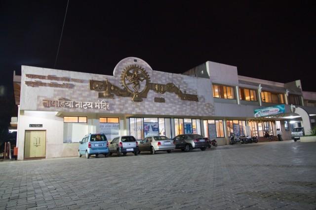 О! Это городской театр,где мы без иронии насладились драмой. Потрясло еще и то,что во время игры было очень много эмоций(это индийская драма).но они