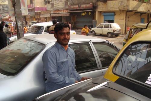 Знакомый таксист Раджа.